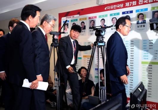 [사진]자유한국당, '출구조사 충격'