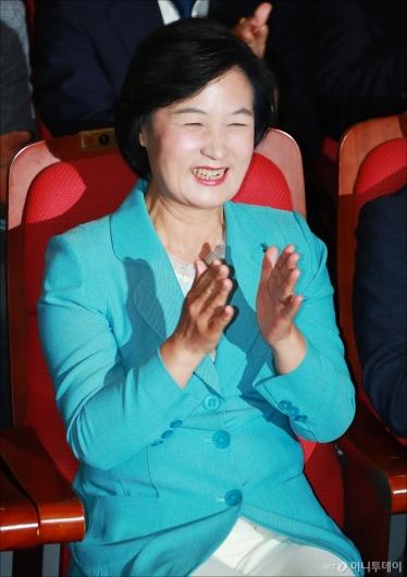 [사진]활짝 웃는 추미애 민주당 대표