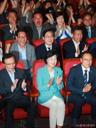 [사진]환호하는 민주당