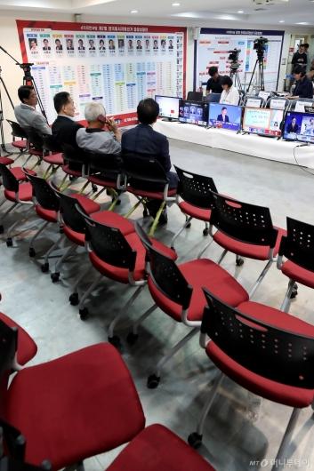 [사진]빈자리 가득한 자유한국당 개표상황실
