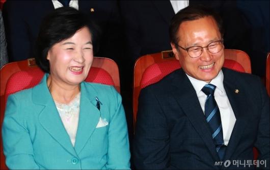 [사진]추미애-홍영표 '표정관리가 안되요~'