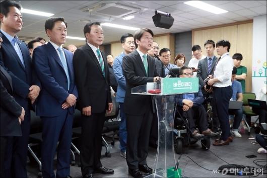 [사진]입장발표하는 안철수