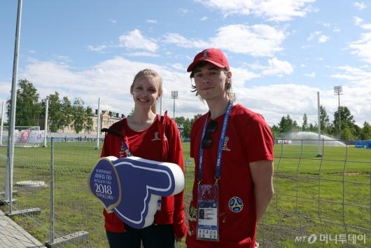 [사진]취재진 안내하는 '러시아 월드컵' 자원봉사들