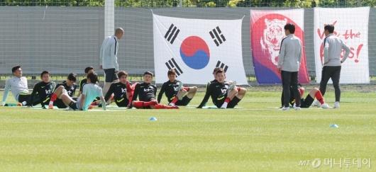 [사진]스트레칭하는 축구대표팀