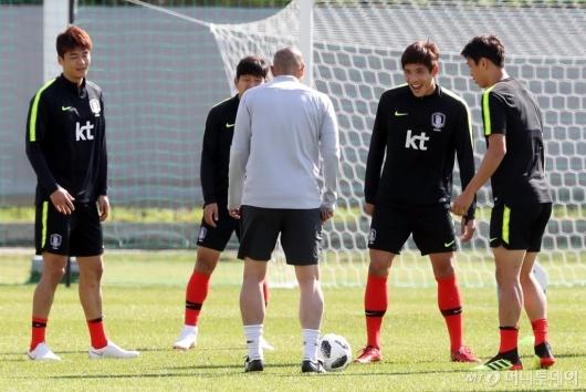 [사진]공 잡은 차두리 코치