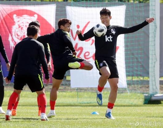 [사진]손흥민, '다치면 안 돼'