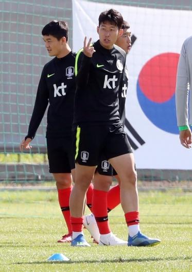 [사진]손흥민, '2번 작전'