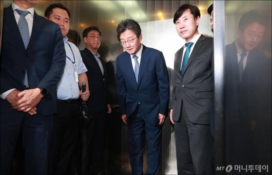 [사진]유승민, 바른미래당 공동대표 사퇴