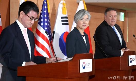 [사진]질문 받는 한미일 외교장관