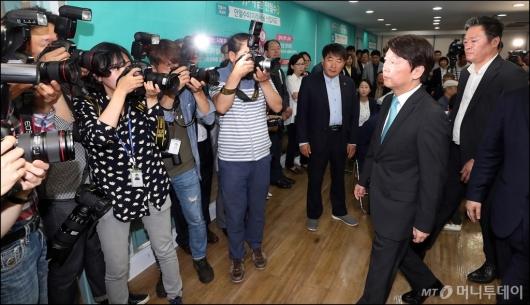 [사진]선거캠프 해단식 마친 안철수
