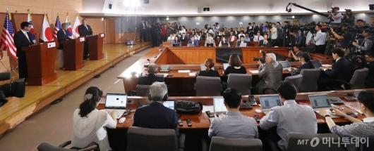 [사진]한미일 외교장관 기자회견