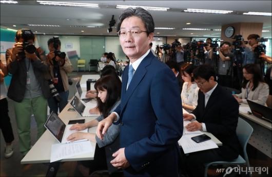 [사진]유승민, 바른미래당 대표직 사퇴