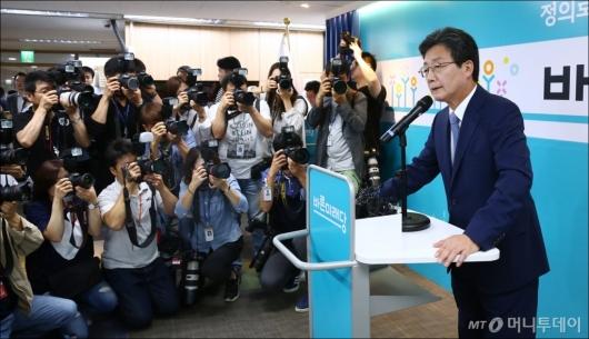 [사진]유승민 바른미래당 대표 사퇴 기자회견
