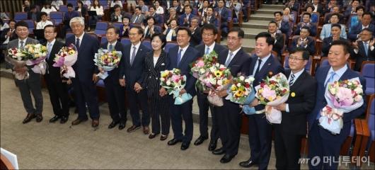 [사진]국회 입성한 민주당 재선거 당선자들