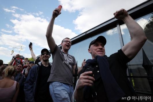 [사진]골에 환호하는 러시아 축구팬들