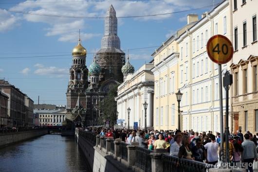 [사진]'러시아 월드컵 개막' 북적이는 네프스키 거리