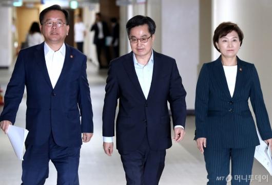 [사진]브리핑 갖는 김동연 부총리와 김부겸, 김현미 장관