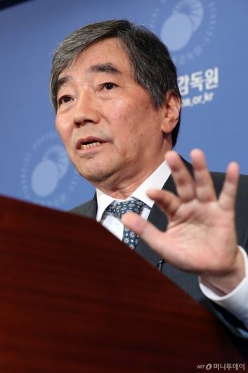 [사진]윤석헌 금감원장, '금융소비자의 권익 보호 강화'