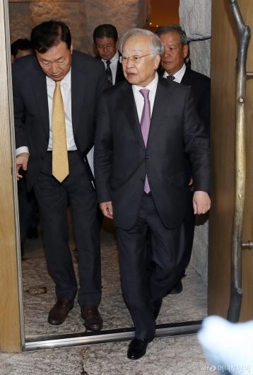[사진]경총 부회장 선임 전형위 마친 손경식 회장