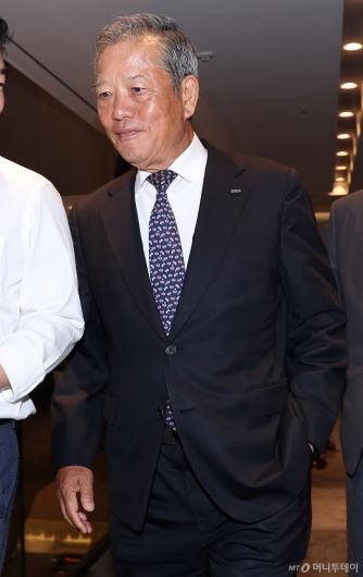 [사진]선임 전형위 참석하는 김학권 인천 경총 회장
