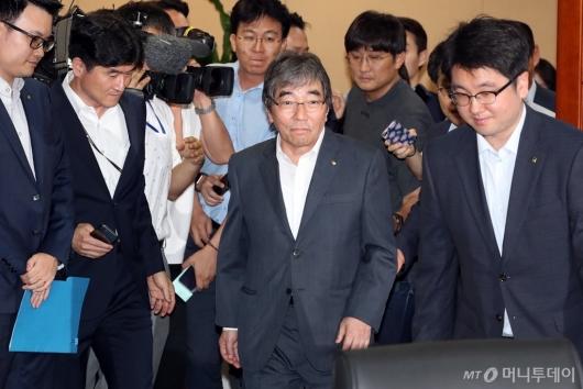 [사진]증권사 CEO 간담회 참석하는 윤석헌 금감원장