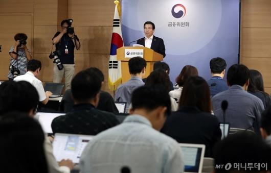 [사진]삼성바이오로직스 관련 브리핑하는 김용범 부위원장