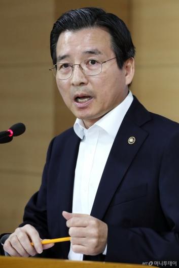 [사진]답변하는 김용범 증선위원장