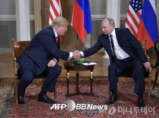 """트럼프·푸틴, 첫 정상회담서 이구동성 """"대선개입은 없었다"""""""