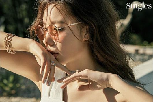 김아중, 군살 없는 수영복 자태…건강미