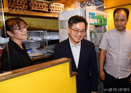 [사진]지역 소상공인들 만나는 김동연 부총리