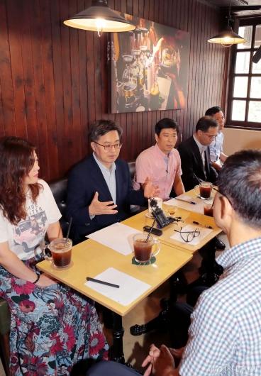 [사진]김동연 부총리, 소상공인들과 간담회