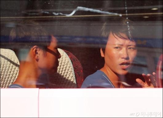 [사진]'한국 땅 밟은 소감은?'