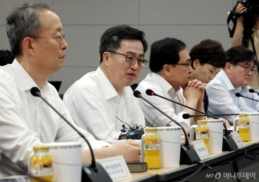 [사진]혁신성장 간담회 갖는 김동연 부총리