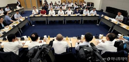 [사진]혁신성장관련 정부부처-기업-전문가 간담회