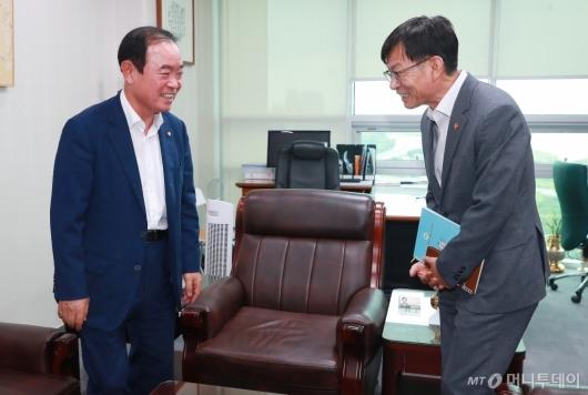 [사진]장병완 원내대표 예방한 김상조 공정위원장