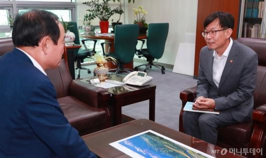 [사진]김상조 공정위원장, 장병완 민평당 원내대표 예방
