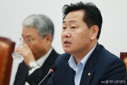 [사진]비대위 모두발언하는 김관영 원내대표