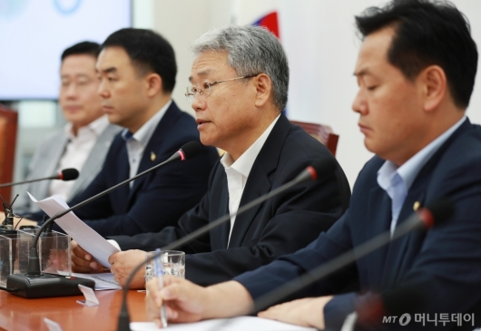 [사진]비대위 모두발언하는 김동철 위원장