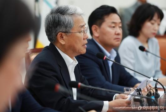 [사진]모두발언하는 김동철 비대위원장