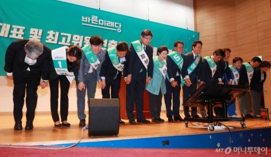 [사진]인사하는 바른미래당 당대표·최고위원 에비경선 후보자들