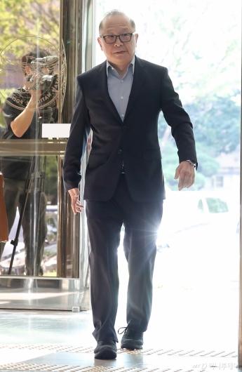 [사진]경찰청 출석하는 '배임 혐의' 이재환 대표
