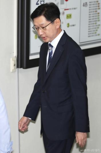 [사진]법정 향하는 김경수 지사
