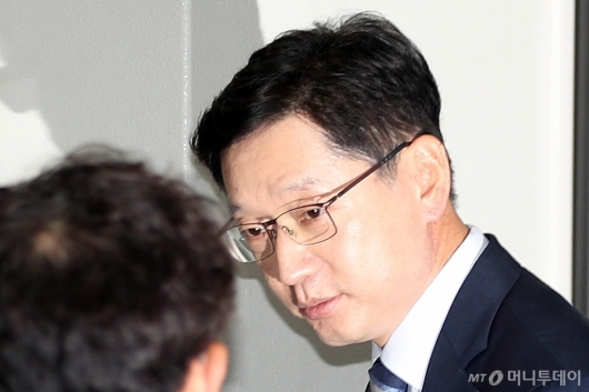 [사진]영장실질심사 출석하는 김경수