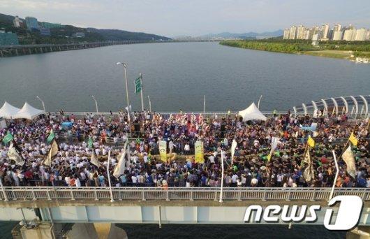 [사진]'한강 다리 위 줄다리기'