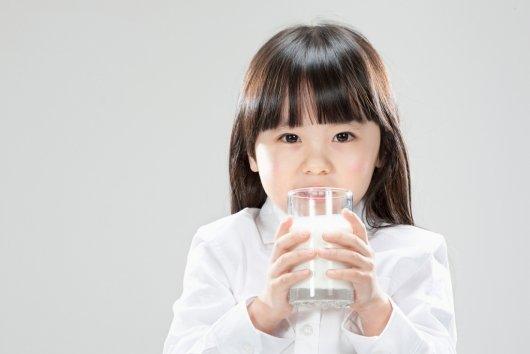 """美캘리포니아 """"식당, 아이 음료는 물·우유만 줘라"""""""