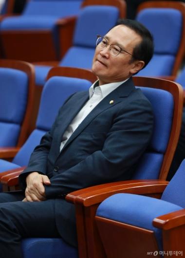 [사진]정책의총 앞둔 홍영표 원내대표