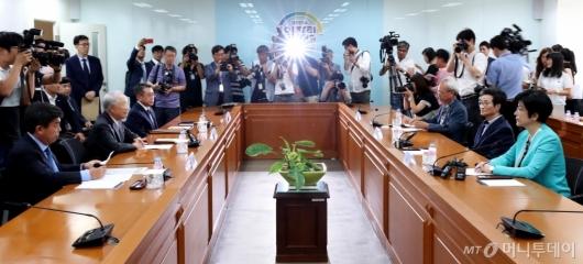 [사진]김영주 장관, 경제단체장과 긴급 회동