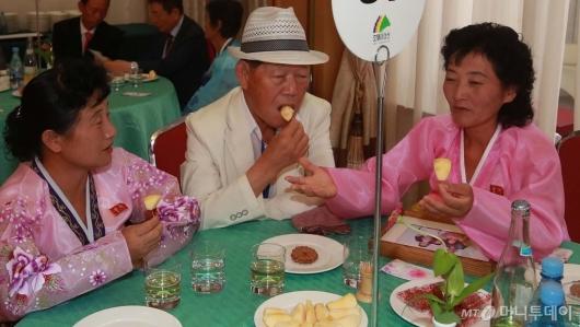 [사진]'이야기 꽃 피우는 이산가족'