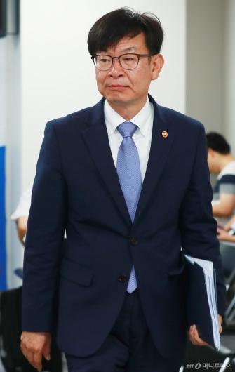[사진]공정거래법 전면개정 당정 참석한 김상조 공정위원장