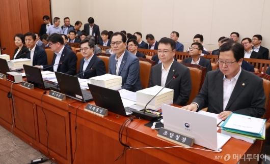 [사진]국회 기획재정위원회 전체회의